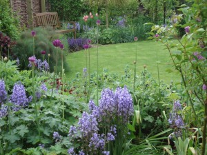 Escape to the country and the cottage garden at Spring Cottage